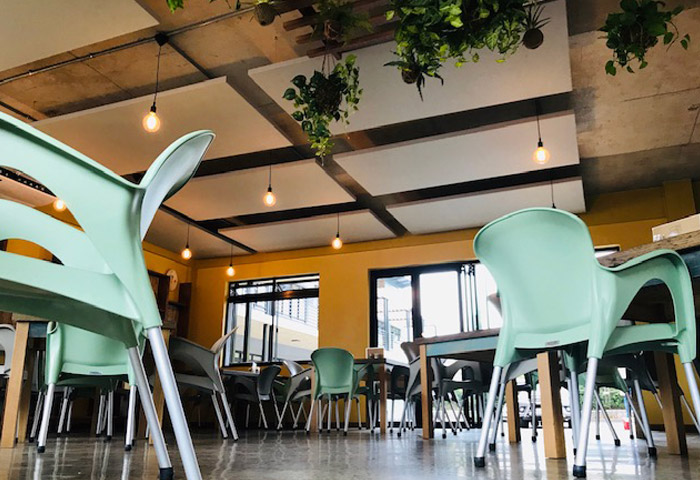 Acoustic comfort in restaurant with multiple suspended acoustic ceiling panels
